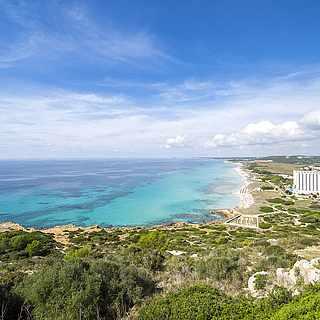 Ausblick auf die Küste von San Bou auf Menorca