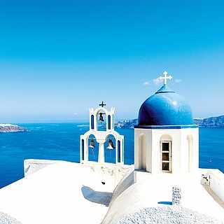 Wunderschönes Santorini mit Blick auf die Caldera
