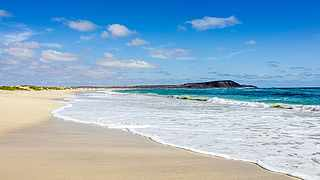 Langer Sandstrand in Sal auf den Kapverden