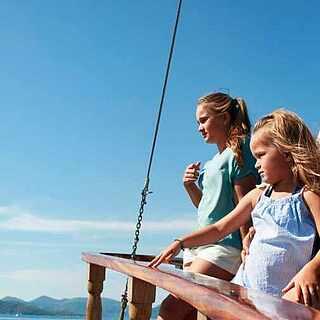 Familie auf einem boot