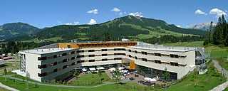 Hotel im Sommer Alpen Berge TUI BLUE Fieberbrunn