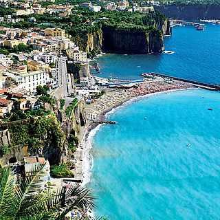 Wunderschöne Bucht in Sorrent am Golf von Neapel